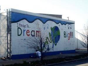 """""""Я кланусь мечтать широко"""",-гласит новое граффити в одном из самых """"черных"""" районов Чикаго"""