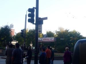 Лозунг над паркингом в центре Чикаго