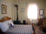 Одна из спалень в доме Гранта