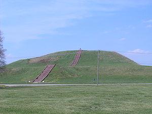 Кахокия-самая большая насыпная пирамида Америки