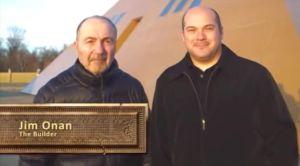 Хахяин и строитель The Gold Pyramid-Джим Онан с сыном. Фото с сайта goldpyramid.com